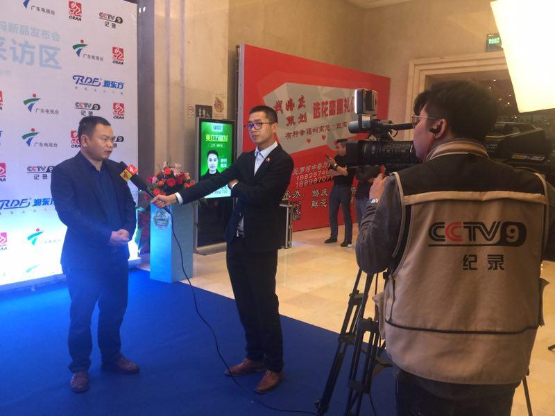 CCTV记者对南昌瑞荣总经理李周先生进行采访